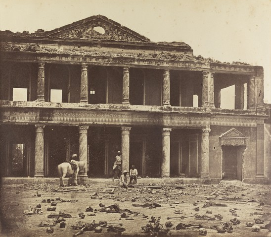 Wide 3. felice beato. pladsen ved sikandarbagh i lucknow  1858 2500x2180