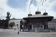 Page ahmed iii s broend ved topkapi paladset  istanbul  tyrkiet. hmh