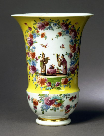 Wide 3 7 34 1973  kat 33  side1 baegerformet vase ca 1730