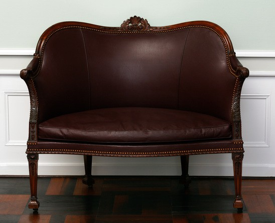 Wide 5.6 66 1979 chippendale sofa london ca. 1772